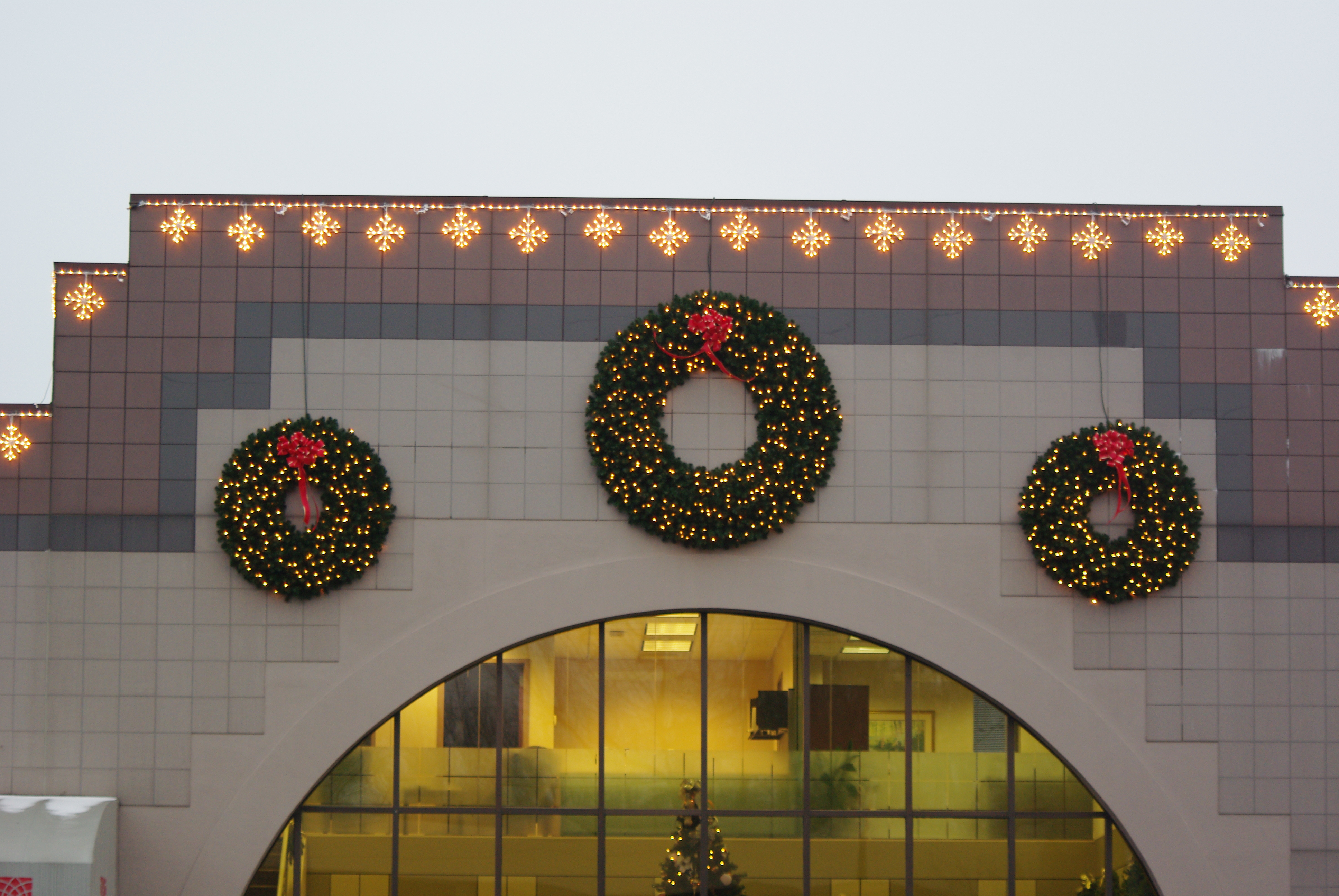 Blizzard Light Links And Wreaths